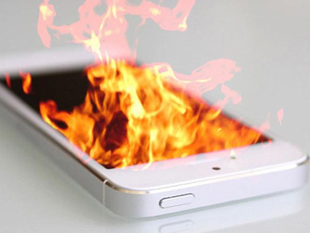 Почему горит экран телефона при зарядке